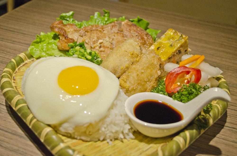 Fuhn restaurant's trio rice. humidwithachanceoffishballs.com