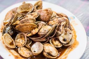 Stir fry clams in black bean sauce on sampan seafood tour